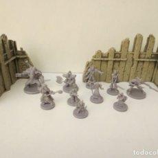 Juegos Antiguos: LOTE DE 10 FIGURAS WARHAMMER Y 2 TROZOS DE MURALLA . Lote 199904003
