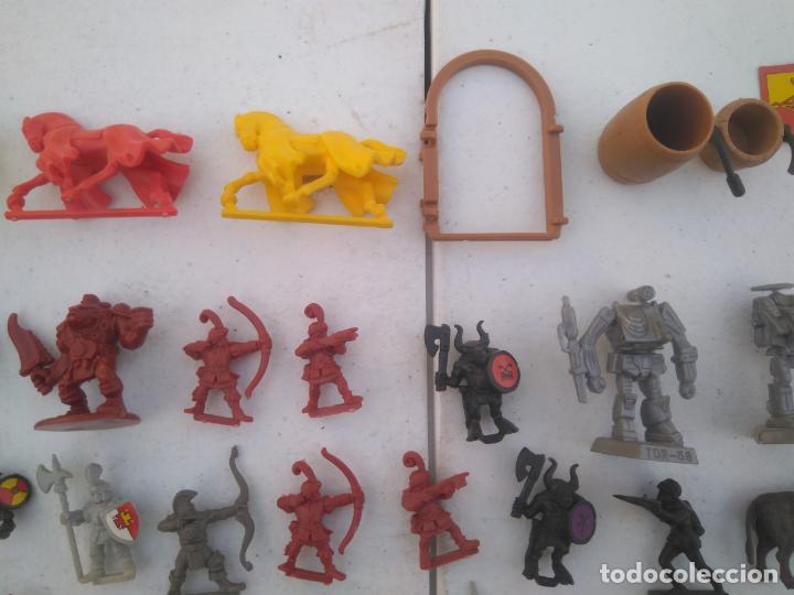 Juegos Antiguos: LOTE UNAS 60 FIGURAS Y PIEZAS JUEGOS DE ROL - WARHAMMER, HEROQUEST O SIMILARES - Foto 3 - 206421730