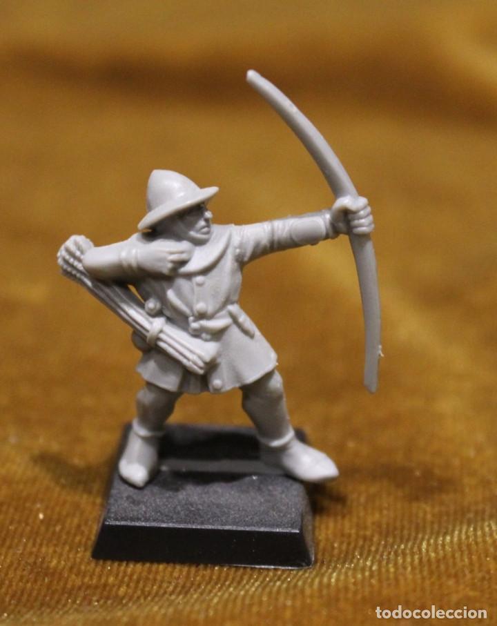 Juegos Antiguos: Caja Warhammer,Mas de cincuenta figuras de guerreros.En caja NO original. - Foto 2 - 222598795