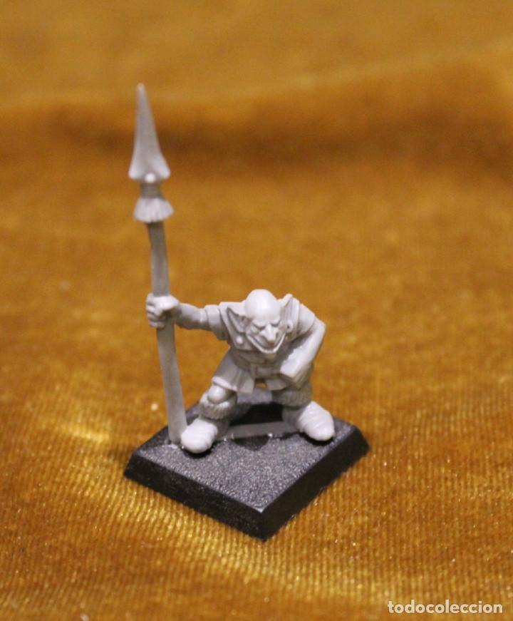 Juegos Antiguos: Caja Warhammer,Mas de cincuenta figuras de guerreros.En caja NO original. - Foto 3 - 222598795
