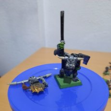 Juegos Antiguos: MINI METAL ORKO NEGRO TROPA DE MANDO.. Lote 222810201