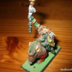Juegos Antiguos: WARHAMMER FANTASY (OLDHAMMER): CHAMAN ORCO DE PLOMO EN JABALI EJERCITO ORCOS Y GOBLINS. Lote 229841225