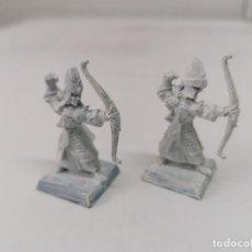 Juegos Antiguos: WARHAMMER - 2 ELFOS ARQUEROS AÑOS 90 - PLOMO - MUY BUEN ESTADO - IMPRIMADOS - DESCATALOGADOS. Lote 254436320