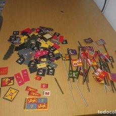 Juegos Antiguos: BATTLE MASTERS MB 1992 LOTE DE BANDERAS FICHAS ETC. Lote 293794028