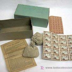 Juegos antiguos: LOTERÍA BINGO FICHAS MADERA CARTONES BILLETES AÑOS 30 COMPLETA. Lote 7701111