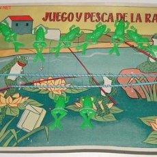 Juegos antiguos: ANTIGUO JUEGO DE LA RANA - EN SU CARTON ORIGINAL - 10 RANITAS Y 2 CAÑAS DE PESCA - COMPLETAMENTE A. Lote 26919672