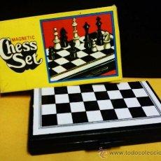 juego magnetico.- ajedrez.- completo.- .- med. 13,5cm x 13,5cm.- sin caja.-