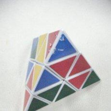 Juegos antiguos: CUBO RUBIK PIRAMIDAL. Lote 30182377