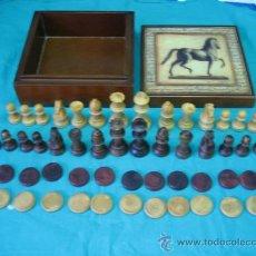 Juegos antiguos: CAJA DE MADERA, CON FICHAS DE AJEDRES EN MADERA. FALTAN DOS PEONES BLANCOS. Lote 33354651