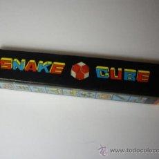 Juegos antiguos: JUEGO SNAKE CUBE - SERPIENTE TIPO RUBIK - JUGUETE VINTAGE - CON CAJA ORIGINAL E INSTRUCCIONES. Lote 34462097
