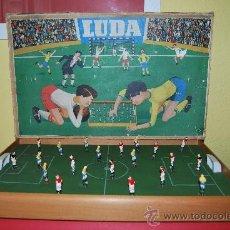 Juegos antiguos: FUTBOLÍN DE MADERA - MARCA LUDA - CON CAJA ORIGINAL. Lote 38353804