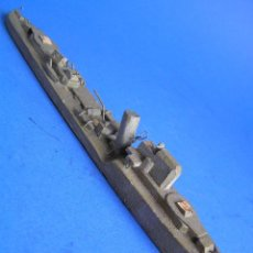 Juegos antiguos: INTERESANTE MINIATURA ANTIGUA DEL FAMOSO ACORAZADO HMS COSSAK. 18 CM ,. Lote 40629530
