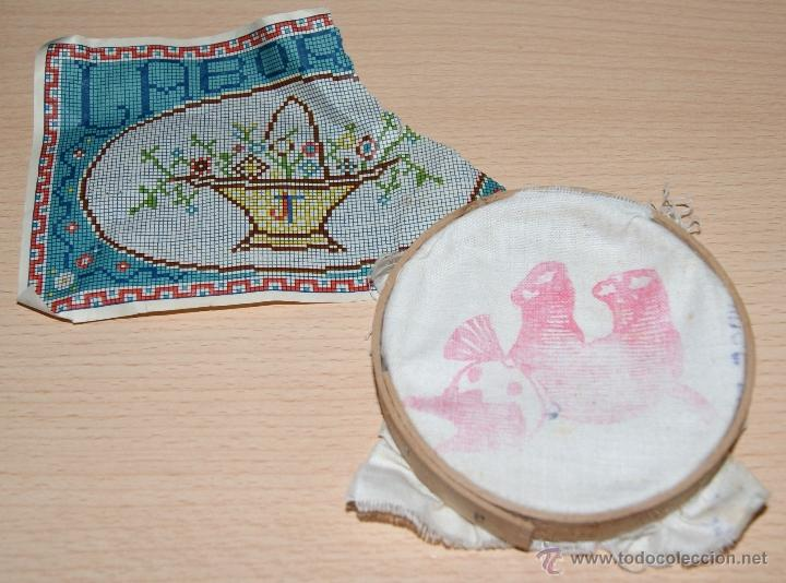 Juegos antiguos: Antiguo Bastidor de madera con la tela y hoja de labores - Pequeño jueguete - Foto 2 - 41263480