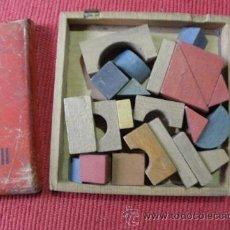 Juegos antiguos: JUEGO ANTIGUO DE PIEZAS DE MADERA PARA MONTAR FIGURAS. Lote 42004955