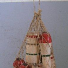 Juegos antiguos: ANTIGUO JUEGO DE BOLOS DE MADERA EN BOLSA DE RED (18,5CM APROX). Lote 44103653