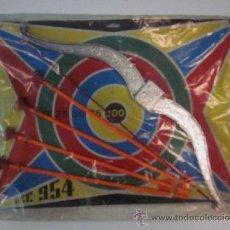 Juegos antiguos: JUEGO DE ARCO Y FLECHAS - ORIGINAL AÑOS 60/70 - NUEVO CON SU BLISTER. Lote 50398373