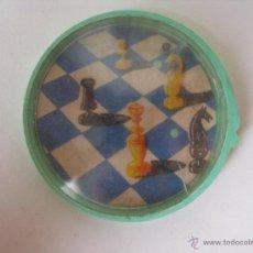 Juegos antiguos: JUEGO BOLITAS AJEDREZ , KIOSKO AÑOS 60 MIDE 5 CM. Lote 52401048