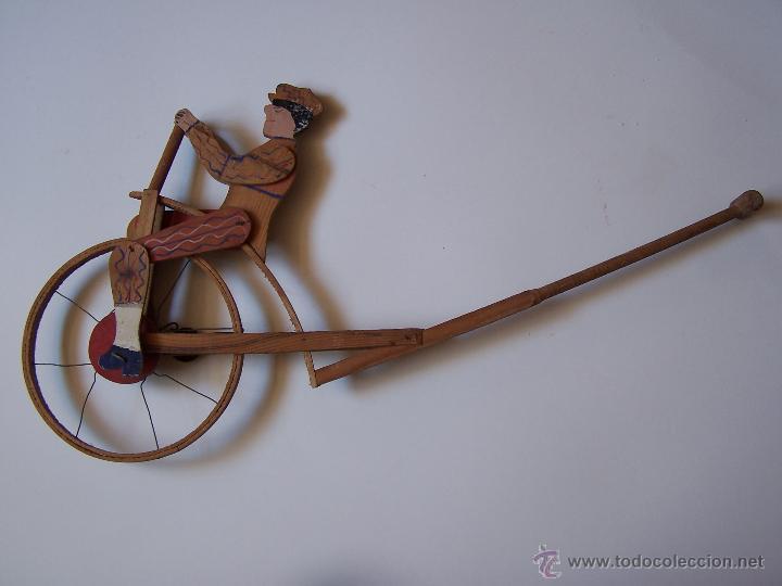 Juegos antiguos: Velocípedo de madera. Juguete de arrastre con timbre que funciona al girar la rueda. - Foto 2 - 54570897