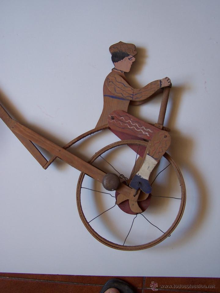 Juegos antiguos: Velocípedo de madera. Juguete de arrastre con timbre que funciona al girar la rueda. - Foto 4 - 54570897