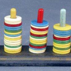 Juegos antiguos: JUEGO AROS BASE MADERA FICHAS COLORES AÑOS 50. Lote 57324466