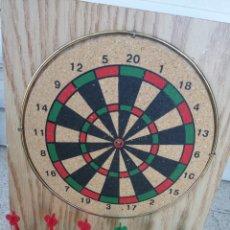 Juegos antiguos: DIANA, CORCHO Y MADERA, CON 6 DARDOS. Lote 57891511