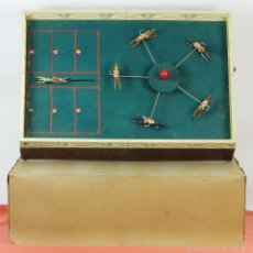Juegos antiguos: ANTIGUO JUEGO DE CARRERAS DE CABALLOS. FIGURAS DE PLOMO. JUGUETES ARNAU. CIRCA 1930. . Lote 57908069