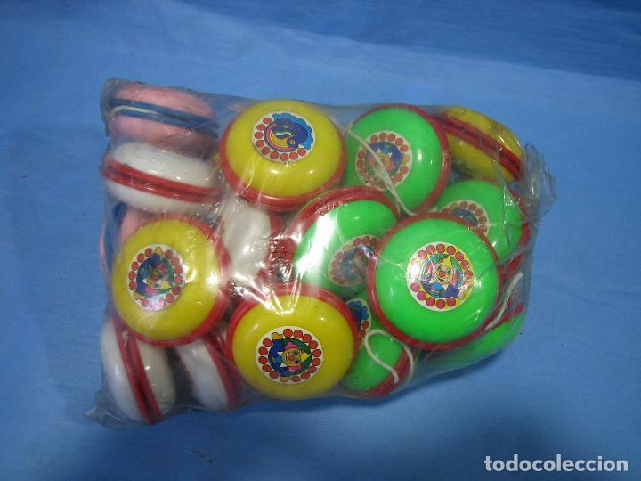 Juegos antiguos: lote de yoyos años 70 o 80. 25 unidades - Foto 3 - 72898931