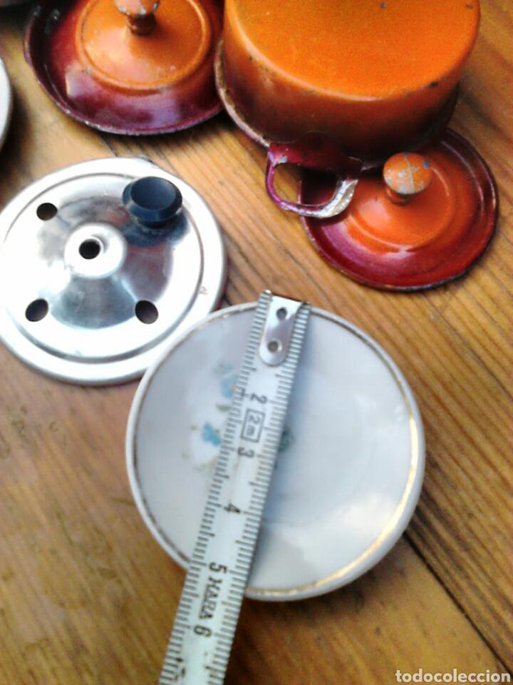 Juegos antiguos: Lote de 9,cacerolas,plato,tapas,de aluminio, porcelana,de juguete,cocinitas, años 60-70 - Foto 5 - 91186090
