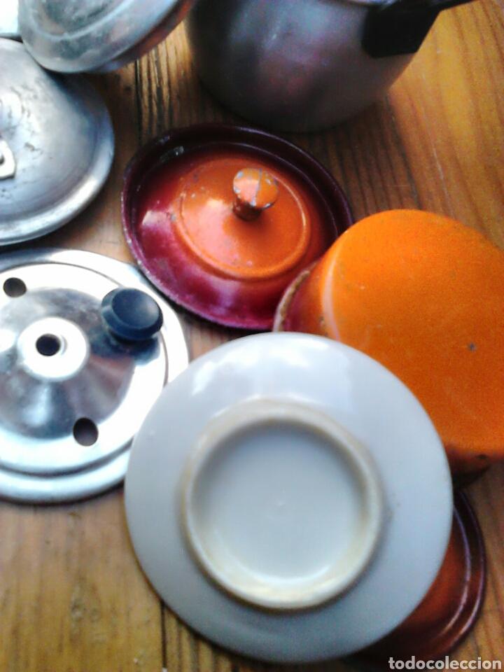 Juegos antiguos: Lote de 9,cacerolas,plato,tapas,de aluminio, porcelana,de juguete,cocinitas, años 60-70 - Foto 6 - 91186090