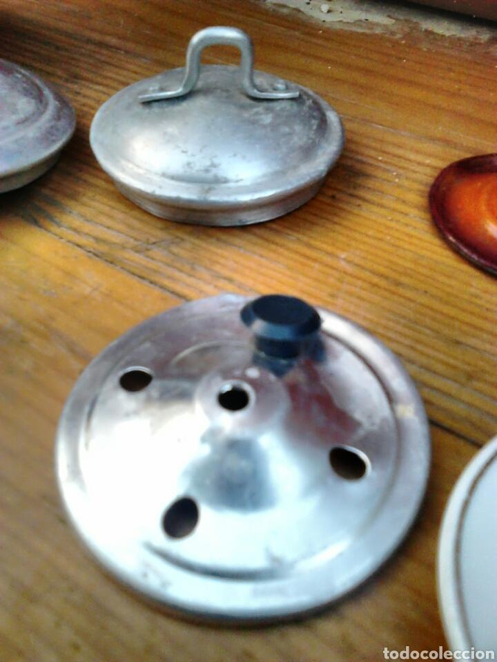 Juegos antiguos: Lote de 9,cacerolas,plato,tapas,de aluminio, porcelana,de juguete,cocinitas, años 60-70 - Foto 7 - 91186090