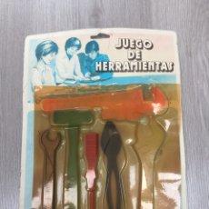 Juegos antiguos: JUEGO DE HERRAMIENTAS DOMINGO EN SU BLISTER ANTIGUO SIN USAR. Lote 104917402