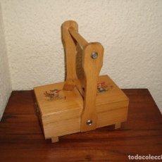Juegos antiguos: COSTURERO INFANTIL DE MADERA. Lote 106566511