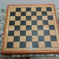 Juegos antiguos: TABLERO DE AJEDREZ CON JUEGOS INCOMPLETO. Lote 111145583