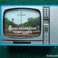 Juegos antiguos: TELEVISOR DE JUGUETE CON VISOR DE IMÁGENES CIUDAD RESIDENCIAL TIEMPO LIBRE MARBELLA. Lote 111210419