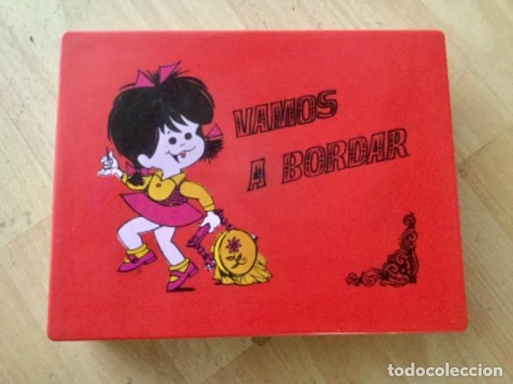 """COSTURERO """"VAMOS A BORDAR"""" DE CLEO FAMILIA TELERÍN. AÑOS 70 (Juguetes - Juegos - Otros)"""
