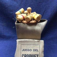 Juegos antiguos: JUEGO DEL CROQUET 8 PALOS BOLAS MINIATURA MADERA PINTADA AROS METAL CAJA PPIO S XX . Lote 121895175