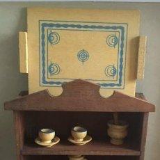 Juegos antiguos: JUGUETE ALACENA MADERA CON SU MENAJE. GOULA AÑOS 70. Lote 124518919