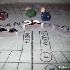 Juegos antiguos: ANTIGUO JUEGO CANODROMO . CARRERAS DE GALGOS . TABLERO INTRUCCIONES 2 GALGOS. Lote 131229295