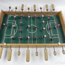 Juegos antiguos: ANTIGUO FUTBOLIN DE SOBREMESA EN MADERA, REALIZADO POR JUGUETES VIAM, MIDE 50 CMS DE LARGO, LE FALTA. Lote 140713530