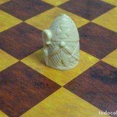 Jogos antigos: PIEZA DE AJEDREZ CHICLES DULCES DUNKIN. AÑOS 70. ALFIL. BEIGE BLANCAS. Lote 178041653