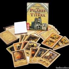 Juegos antiguos: JUEGO DE CARTAS LOS PILARES DE LA TIERRA KEN FOLLETT NUEVO. Lote 143020302
