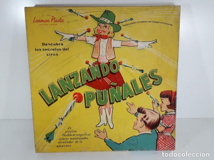 Juegos antiguos: Antiguo juguete Lanzando puñales de lanman plastic - Foto 2 - 147139702