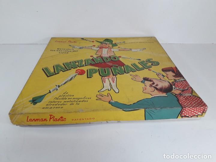 Juegos antiguos: Antiguo juguete Lanzando puñales de lanman plastic - Foto 3 - 147139702
