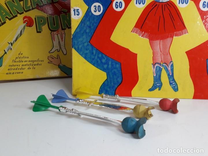 Juegos antiguos: Antiguo juguete Lanzando puñales de lanman plastic - Foto 5 - 147139702