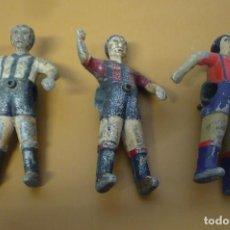 Juegos antiguos: TRES JUGADORES METALICOS FUTBOLIN. Lote 156632430