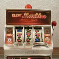 Juegos antiguos: MAQUINA TRAGAPERRAS DE JUGUETE,HUCHA,SLOT MACHINE JACKPOTON ALL AND,BAR COMBOS,FUNCIONANDO. Lote 162635750