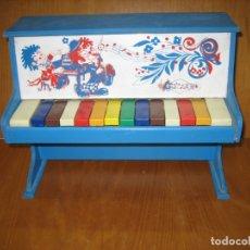 Juegos antiguos: ANTIGUO JUGUETE PIANO DE MADERA . Lote 182096175