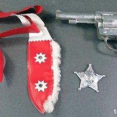 Giochi antichi: DISFRAZ SHERIFF PARA NIÑO CON CINTURÓN ESTRELLA CHAPARRAL Y PISTOLA SERIE TV GRAN CHAPARRAL AÑOS 60. Lote 183825156