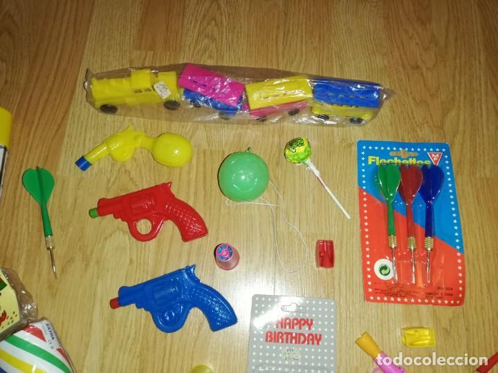 Juegos antiguos: Lote de juguetes y artículos años 80 kiosko, era EGB, cheiw, boomer, años 70,años 90,dunkin - Foto 2 - 187461177