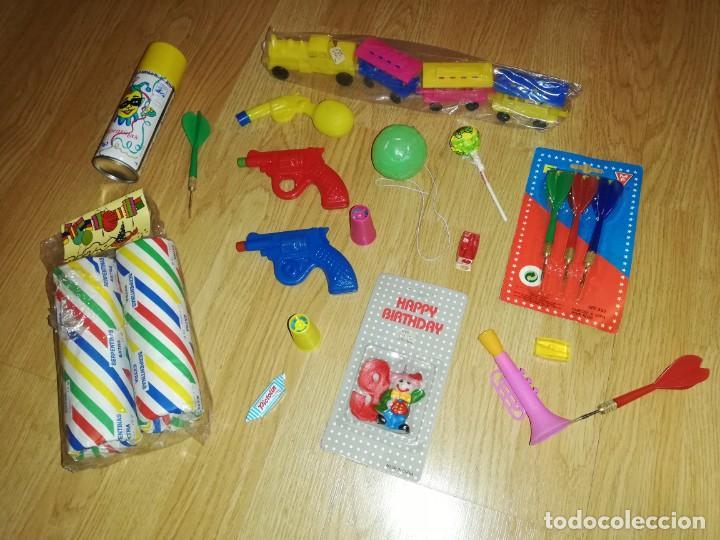 Juegos antiguos: Lote de juguetes y artículos años 80 kiosko, era EGB, cheiw, boomer, años 70,años 90,dunkin - Foto 3 - 187461177